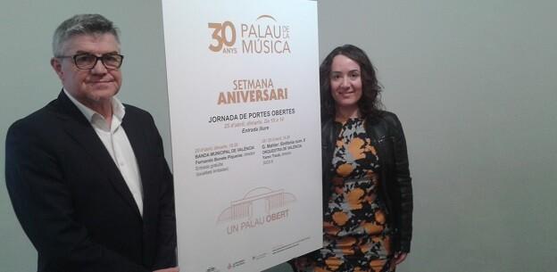 Glòria Tello y Vicent Ros presentan las actividades conmemorativas.