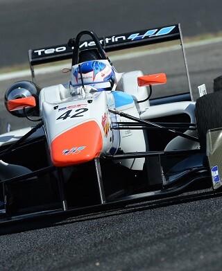 El piloto de la Diputació de València vence las dos mangas disputadas en el Circuito Fernando Alonso de Oviedo.