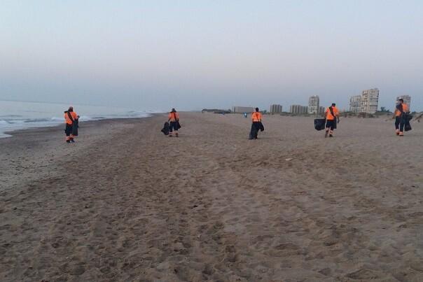 A las 8 de la mañana las playas valencianas ya estaban en perfectas condiciones tras la celebración de la Nit de Sant Joan.