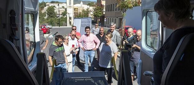 Jorge Rodríguez y Mercedes Berenguer en la presentación del vehículo adaptado para Trèvol.
