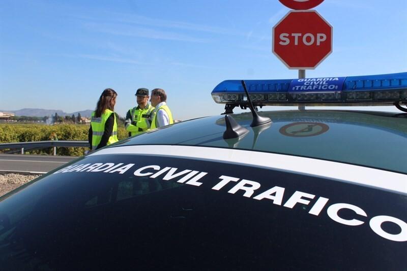 Fallece un conductor al salirse de la vía en Turís (Valencia)