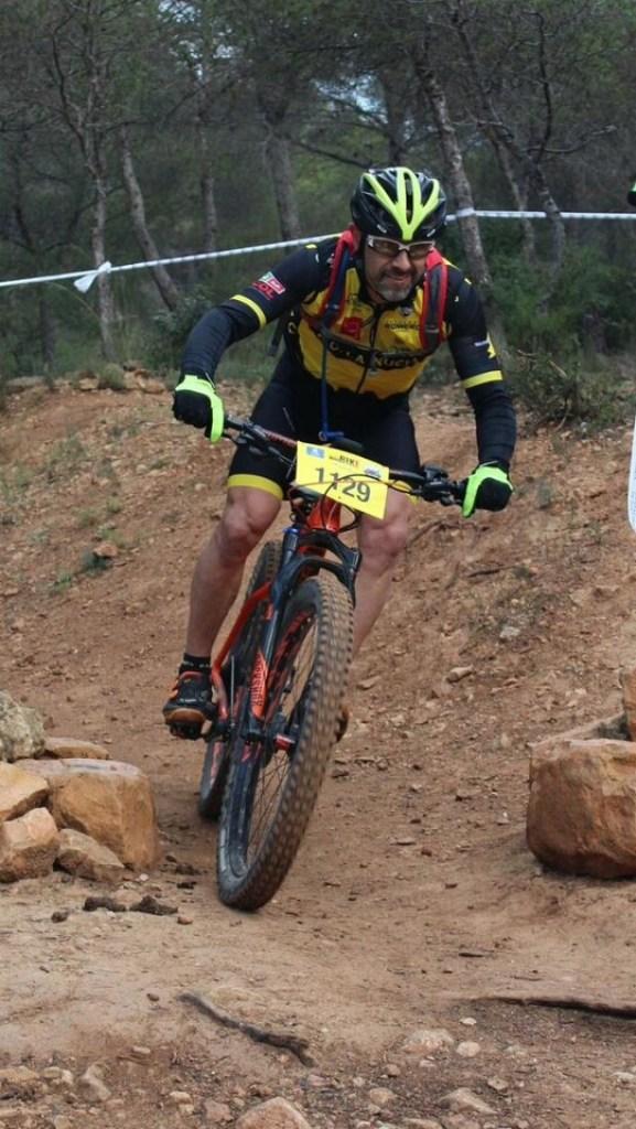 Miguel Olmedo en lo más alto del podium en la Cronoescalada del Albir