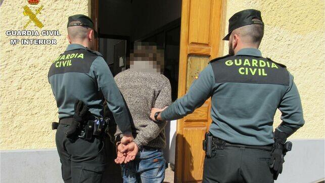 Guardia-Civil-custodian-detenido-Alicante_EDIIMA20190227_0903_4