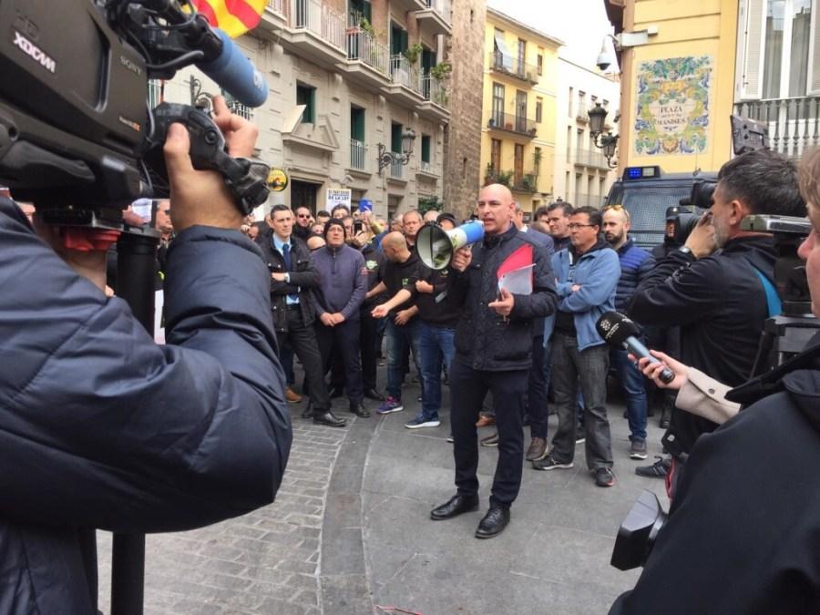 Los taxistas valencianos en pie de guerra (3)