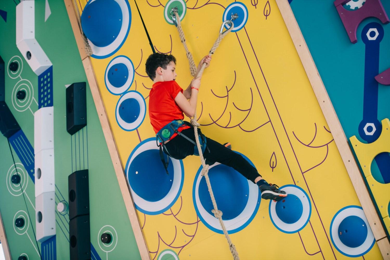 Presentacion del nuevo centro de escalada para niños en MN4 HAPIK