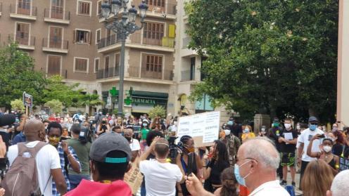 Valencia desafía las prohibiciones por George Floyd, el afroamericano muerto 20200607_110044(1)