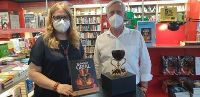 Firma de libros «El Santo Grial» en el Fnac por la Dra. Ana Mafé 20200717_175852(3) (Mediano)