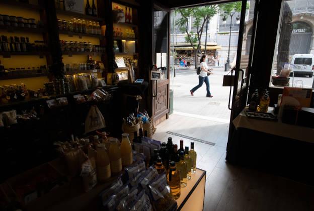 interior tienda del mercado selección productos valencianos
