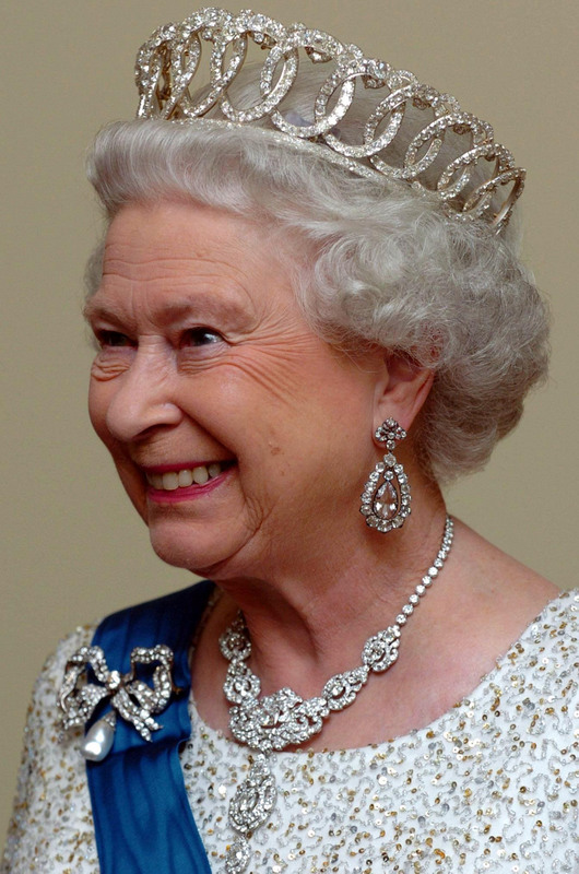 Britain's Queen Elizabeth II recieves guests alongside the President of Estonia at a state banquet held at the House of Brotherhood of Black Heads, in Tallinn, Estonia, on October 19, 2006. Photo by Chris Radburn/PA EMPICS/ABACAUSA.COM (Pictured: Queen Elizabeth II)