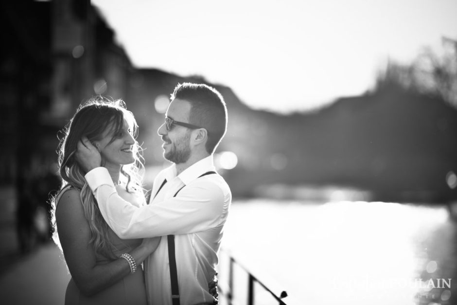 Shooting engagement demande mariage coucher n&b