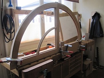 Fabrication de cadres cintrés