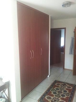 Face d'armoire en acajou plaqué, teinté, vernis