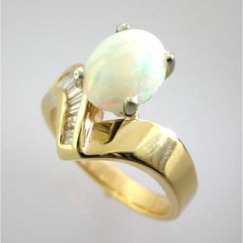 Valenzya Opal and Diamond Gold Ring