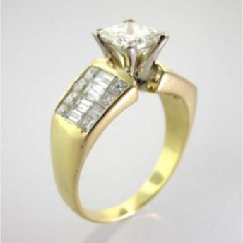 Valenzya Diamond and Gold Ring