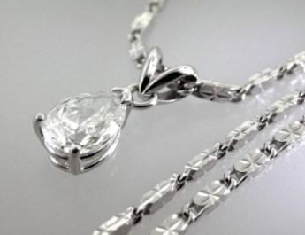 Valenzya Diamond Pendant