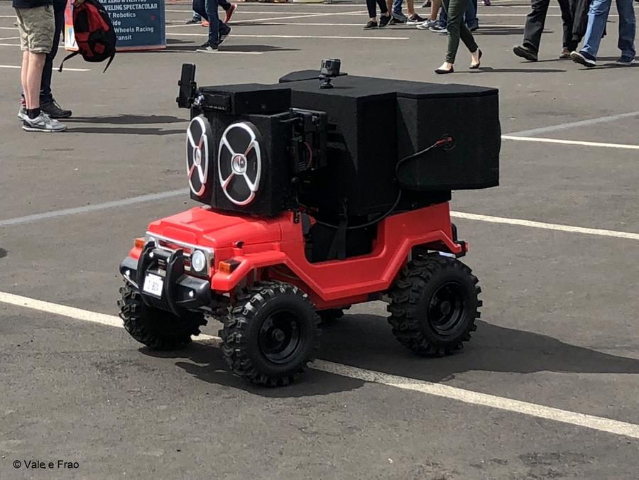 California: Maker Faire Bay Area. robot invenzioni tecnologia prototipi