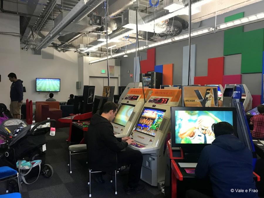 Visitare gli uffici di Facebook in California locale di svago presso Hacker Street