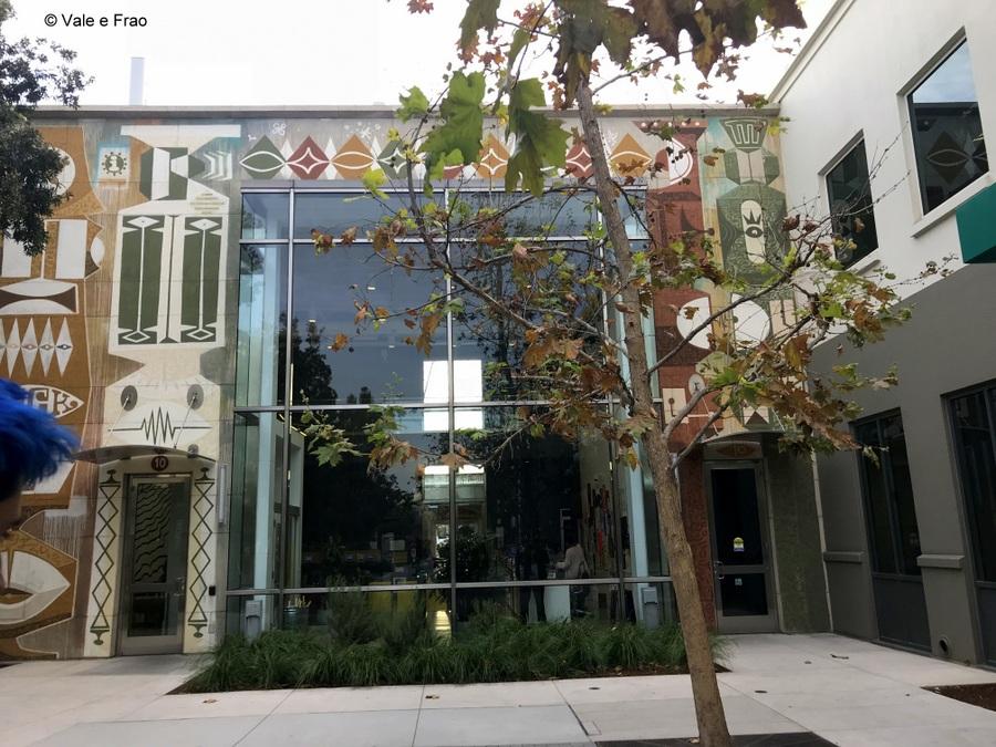 Visitare gli uffici di Facebook in California visitare edifici hacker street