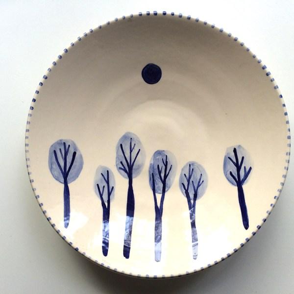 plato de ceramica ilustrado con arboles