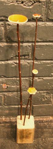 Fleurs jaunes sur socle 3