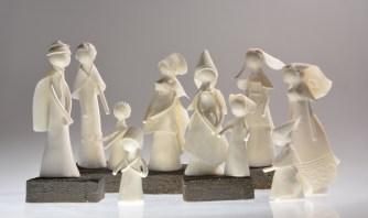 Personnages de porcelaine - pièces uniques en pâte de porcelaine - socle de grès noir