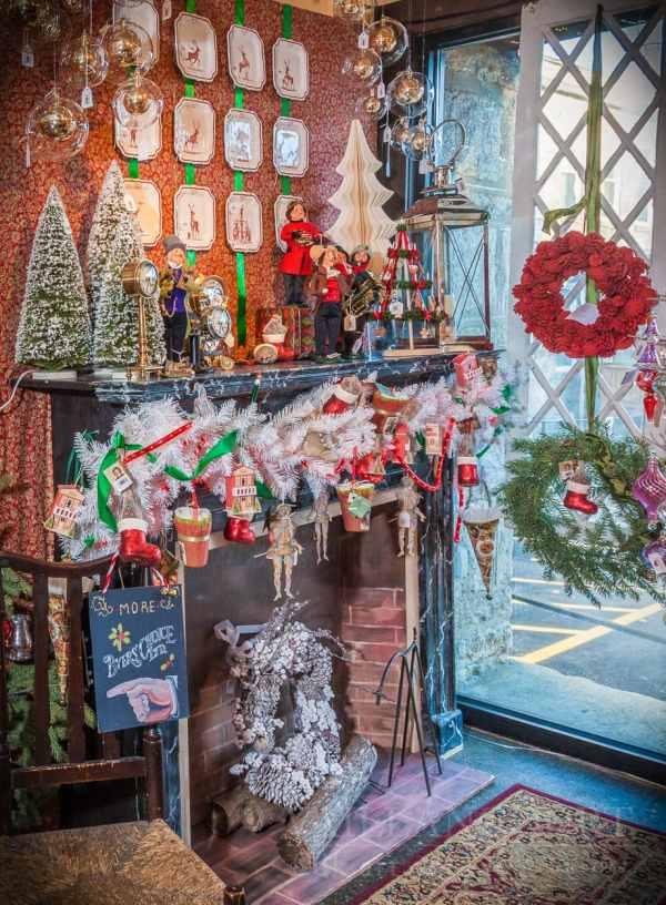 Art Gallery Window Displays Christmas