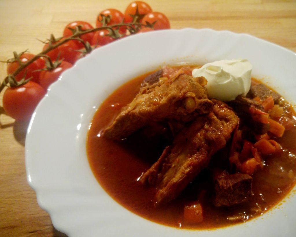 troškintos mėsos sriuba