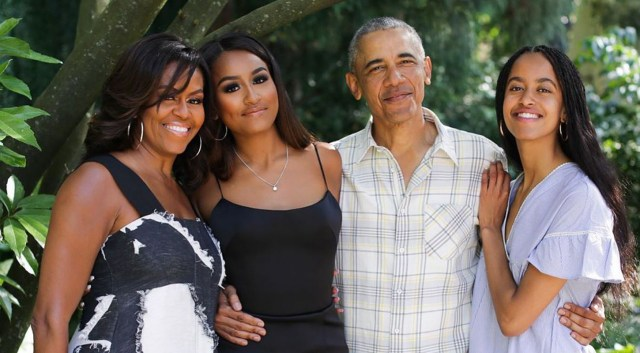The Obamas share family picture to mark U.S Thanksgiving day