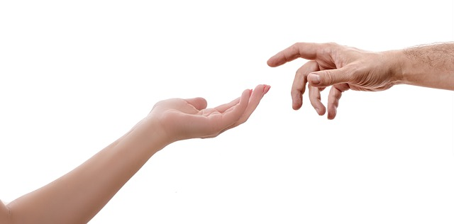 hand-3035665_640