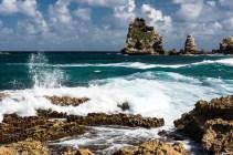 Karua kauneutta. Jylhät kivet ja mahtava meri.