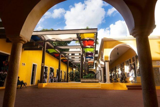 Grupo Xcaret decide dejar un local del mercado de Zací para evitar conflictos con artesanos