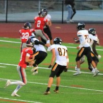 Eljay Te'o takes the ball to the end zone