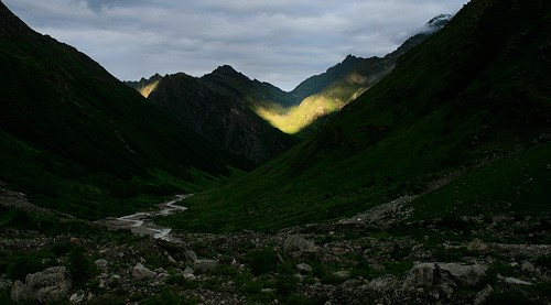 Sun rays in the valley of flowers