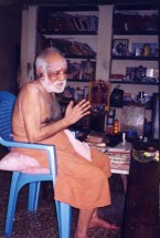 Swamigal listening to Valmiki Ramayana