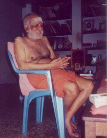 Swamigal enjoying nama sankirthanam