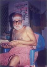 Swamigal chanting Narayaneeyam