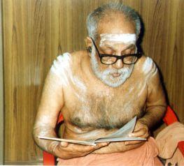 Swamigal reading Bhgavatham