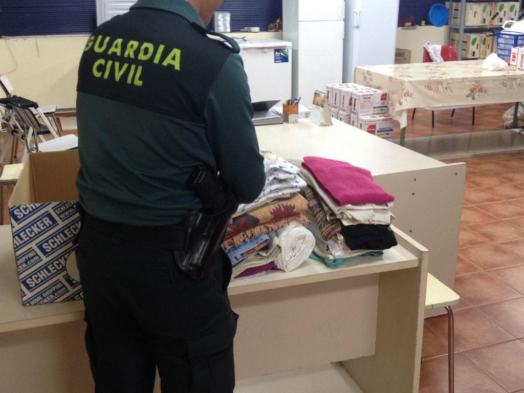 A GARDA CIVIL DE BAIONA RECIBE AXUDA HUMANITARIA DESDE CATALUÑA PARA OS AFECTADOS POLOS INCENDIOS