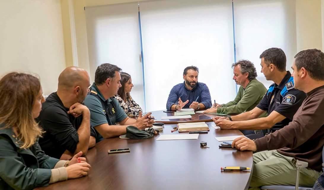 REUNIÓN EN GONDOMAR PARA ANALIZAR OS DANOS SUFRIDOS POLOS INCENDIOS FORESTAIS