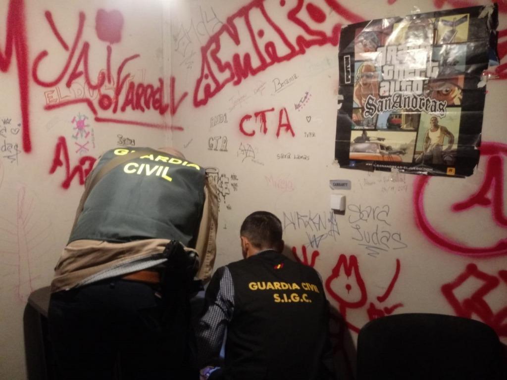 A GARDA CIVIL DESMANTELA UNHA BANDA XUVENIL VIOLENTA Á QUE LLE ATRIBÚEN ROUBOS EN BAIONA