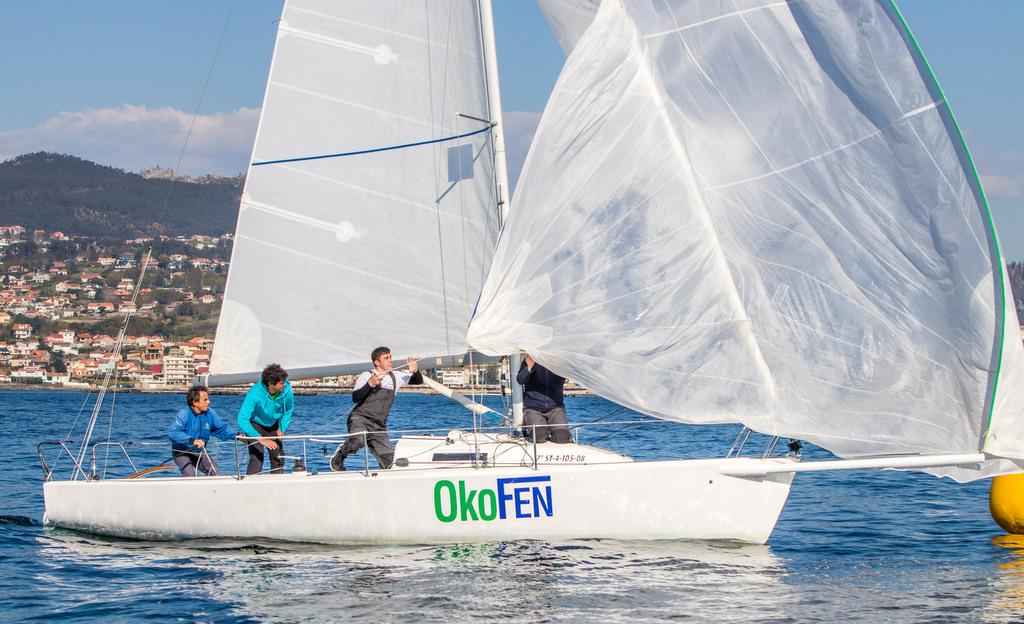 2019-04-06 – La tripulación del Okofen en plena maniobra – Foto © Rosana Calvo