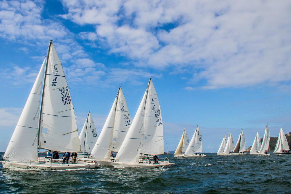 2020-03-07 – Flota de J80 en la tercera jornada de la Liga de Invierno – Foto © Rosana Calvo