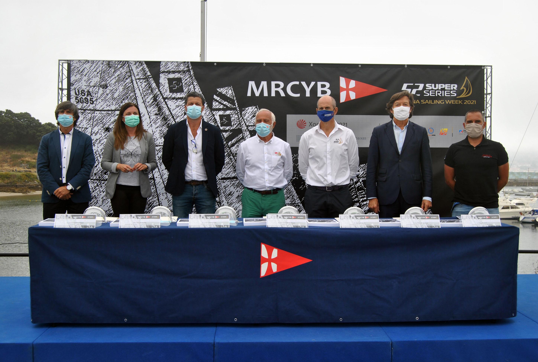 Autoridades asistentes a la presentacion en el MRCYB de las 52 Super Series Baiona Sailing Week_© MRCYB.jpg