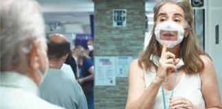 Iberdrola regala cubrebocas adaptados para sordos