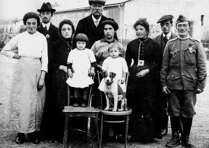 trentino._storia._prima_guerra_mondiale._museo_storico_di_trento._profughi._soldati_-_un_immagine_da_imagefull