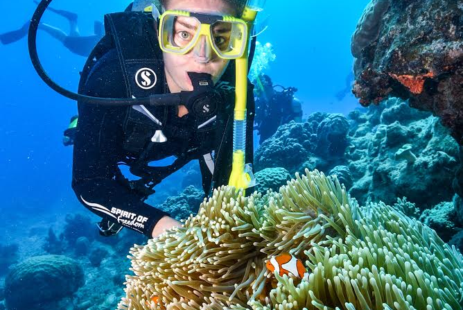 Scuba Diving The Great Barrier Reef Cairns Australia Val The Backpacker