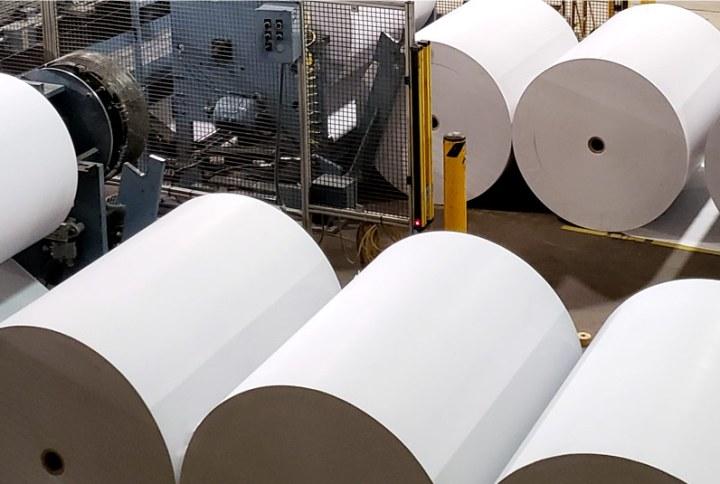 Presă tip ghilotină RS21 și satisfacția reciclării rolelor de hârtie.