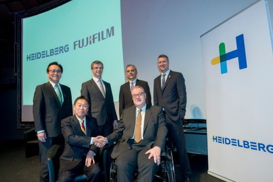 Shake hands with Fuji-Film. Yanagawa, Yoshida, Plenz, Linzbach, Schoeppler and Oliver. Photo: Heidelberg