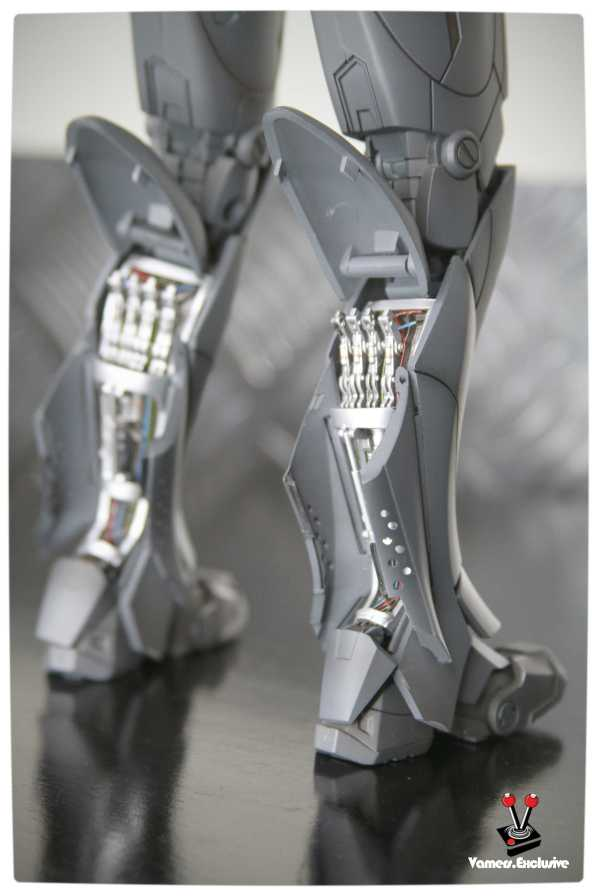 Vamers - Hot Toys - Limited Edition Collectible - Iron Man Mark III - SIlly Thing's TK Edition - MMS101 - Calf Rockets Focus on Right Calf
