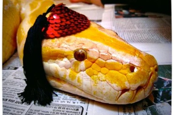 Vamers - Ermahgerd - Forget Snakes on a Plane, It Is All About Snakes Wearing Hats - Sequenned Fedora Snake